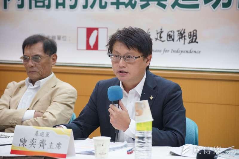 基進黨黨主席陳奕齊(右)表示,全募兵制在目前台灣人口結構急遽變化的狀況下,根本無法撐起國家安全。(盧逸峰攝)
