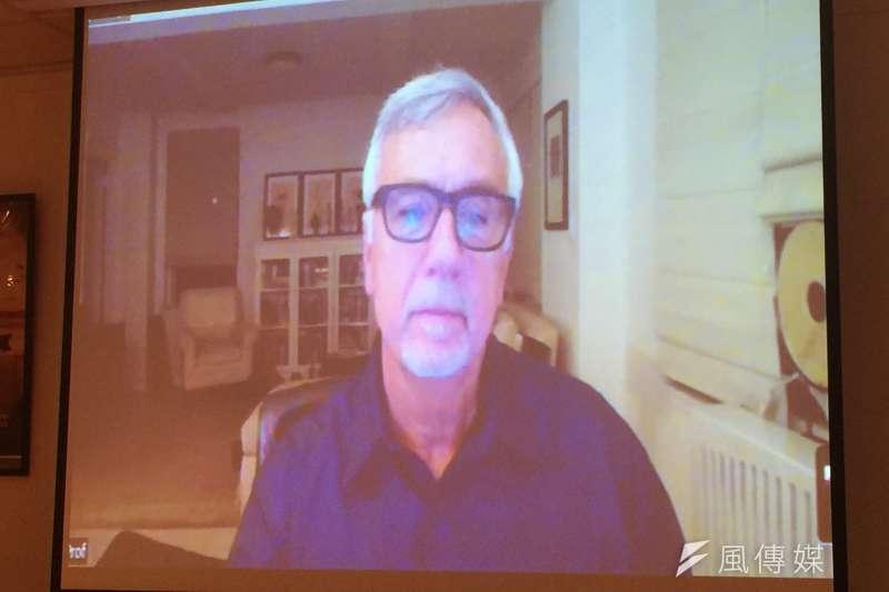 美國在台協會(AIT)邀請石溪大學副教授雷納舉辦防治假新聞視訊會議(簡恒宇攝)