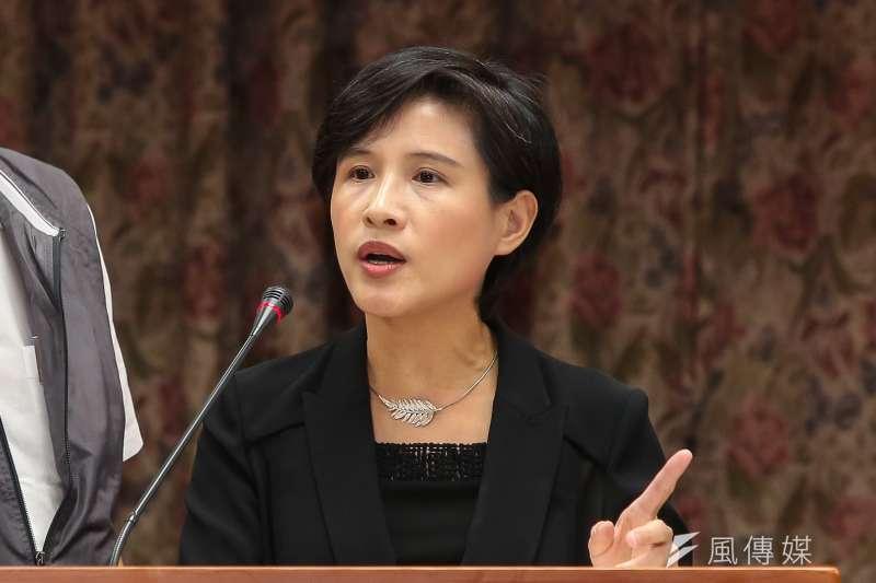 文化部長鄭麗君19日出席教育委員會備詢,她近來炙手可熱,綠營將她列入可能角逐台北及新北市長的人選。(顏麟宇攝)