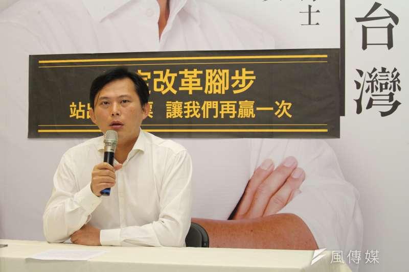 時代力量立委黃國昌今(27)日接受媒體訪問,針對被罷免案表示,現階段仍會專注在國會工作,並對台灣公民社會的智慧有信心。(資料照,方炳超攝)