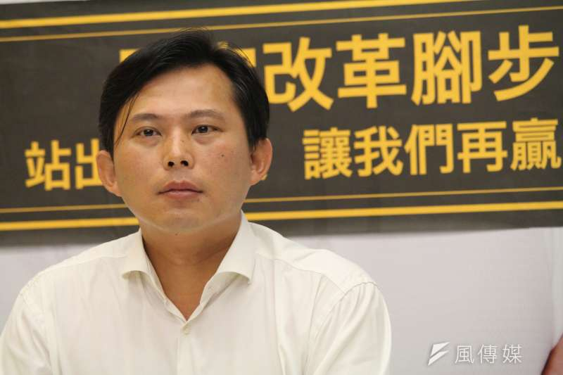 2017年10月21日,時代力量立委黃國昌在汐止服務處召開記者會談罷免案(方炳超攝)