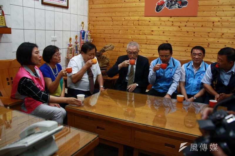 國民黨主席吳敦義回南投拜訪工商業者人士。(圖/王秀禾攝)