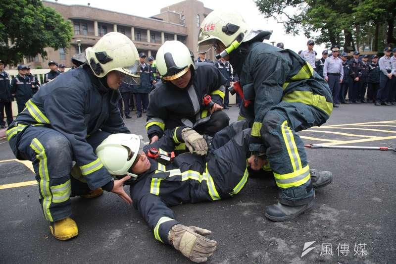 消防員感嘆,台灣消防員與其說是救災,比較像「行政人員兼職做救災」。(資料照,顏麟宇攝)