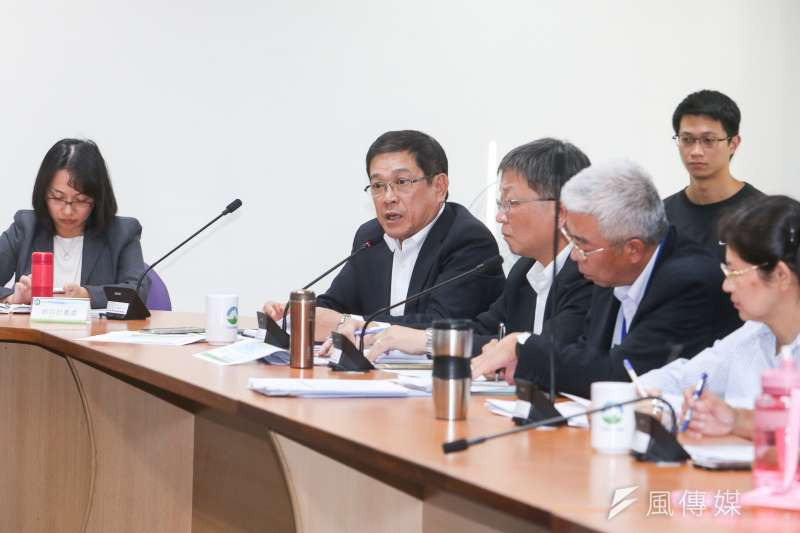 20171026-觀塘工業專用港開發計畫環差審查會第二次專案小組會議,左二是經濟部次長.代理中油公司董事長楊偉甫。(陳明仁攝)