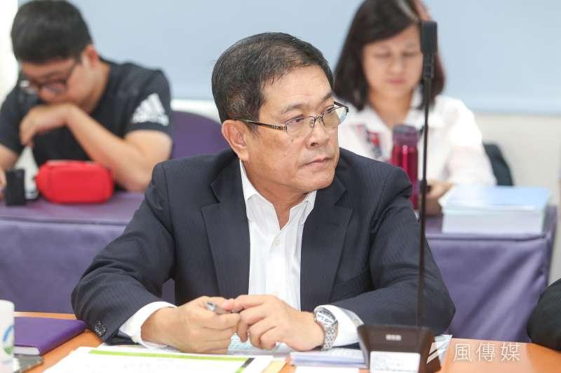代理中油公司董事長楊偉甫則表示,現在中油會同時評估在原址興建、或變更地點的可能性。(陳明仁攝)