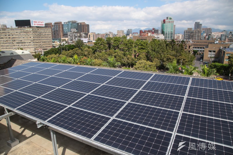 財政部為了配合政府綠能轉型,今年4月下旬修訂《國有非公用不動產出租管理辦法》,增加公有地太陽光電標租規則。圖為太陽光電發電系統。示意圖。(資料照,顏麟宇攝)