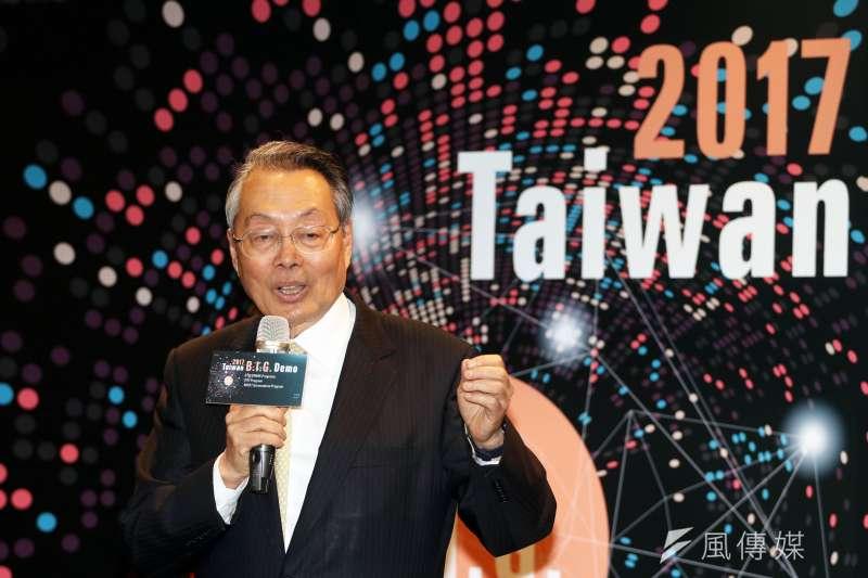宏基董事長施振榮出席科技部今(27)日舉辦 「2017 Taiwan Big Demo暨創新創業激勵計畫回顧展」,表示台灣不缺創業人才只缺舞台,舞台需靠政府、企業提供。。(蘇仲泓攝)