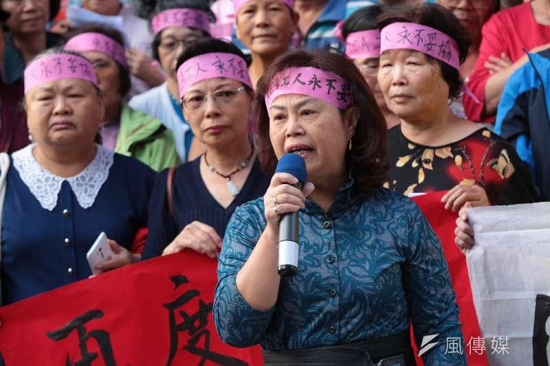 20171027-RCA員工關懷協會理事長劉荷雲27日召開「再度勝訴!讓二審判決成果,繼續翻轉藍綠共謀19年的政商結構」記者會。(顏麟宇攝)