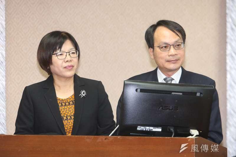 黨產會主委林峰正(右)表示,將對救總在戒嚴期間透過「影劇附勸」等方式所取得之不當黨產進行追徵。(資料照,陳明仁攝)