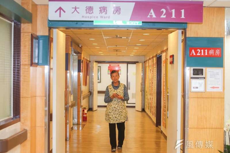 黃曉圓的志工生涯長達33年,過程中她深刻體認施比受更有福,她因此自承「我是最快樂的志工,更是幸福女人。」(陳明仁攝)