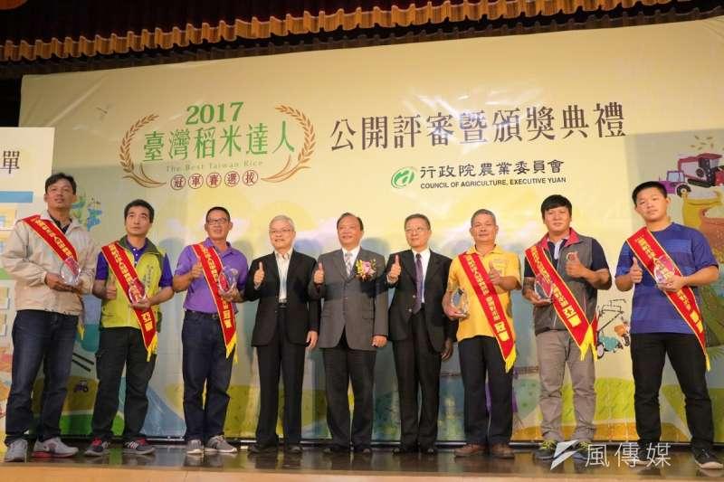 今年度稻米達人出爐,台灣好米及有機稻米兩組冠軍均由桃園勇奪。(圖/陳又嘉攝)