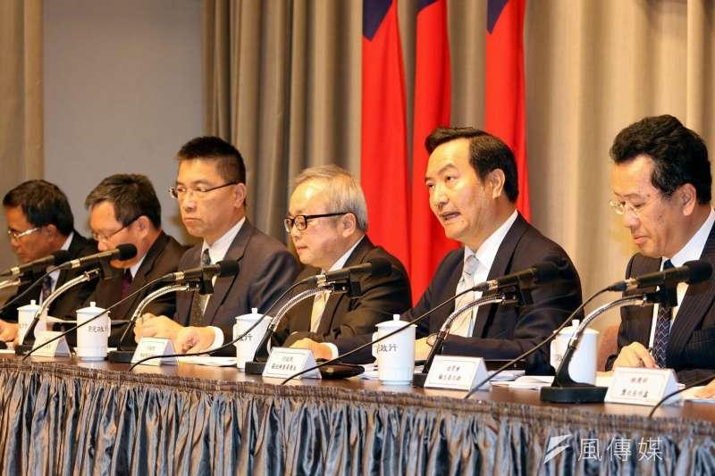 行政院2日公佈獵雷艦專案調查報告,副院長施俊吉表示,慶富205億元聯貸,主辦銀行第一銀行有五大缺失。(蘇仲泓攝)