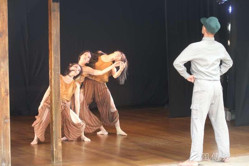 第12屆蔡瑞月國際舞蹈節2日舉行開幕記者會,並以史學教授張炎憲名言「咱台灣人的歷史,要由咱台灣人來寫」為主題。(陳明仁攝)