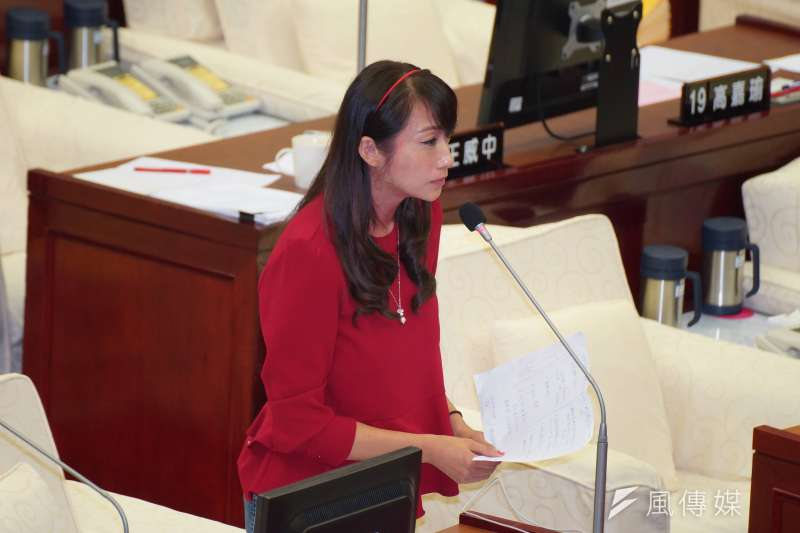 台北市議員許淑華針對台北市長柯文哲談高雄舉債達2600億一事,質疑柯文哲沒有高度。(盧逸峰攝)