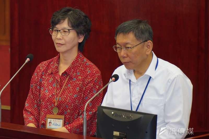 台北市長柯文哲市長室主任蔡壁如(左)突遭調離為市府顧問,柯文哲(右)對此表示,其實沒有什麼市長室主任職務,本來就沒有這編制。 (資料照,盧逸峰攝)