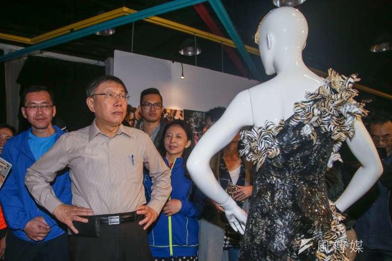 20171104-台北市長柯文哲出席MIT艋舺健走活動暨商圈轉型示範店家參訪。(陳明仁攝)