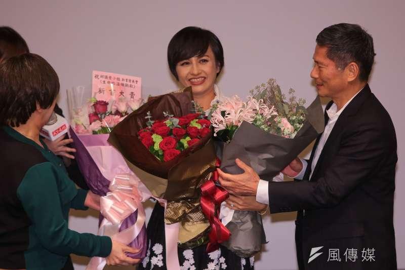 民進黨立委邱議瑩6日親自出席「生命的溫暖戰歌」新書發表會,分享抗癌經驗。(顏麟宇攝)