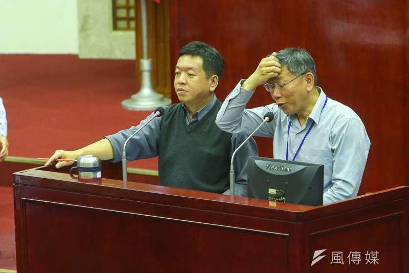台北市長柯文哲赴台北市議會進行市政總質詢及答覆,市議員紛紛要求重發敬老金,柯文哲表示福利措施易放難收, 他並不打算恢復。(陳明仁攝)