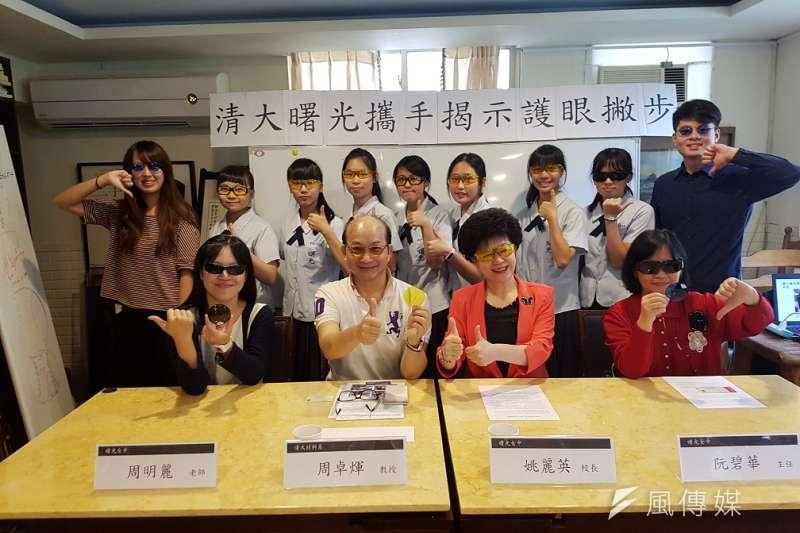 清大OLED照明團隊與曙光女中科學專題研究團隊7日共同召開記者會,公布多項保護眼睛的研究成果。(圖/方詠騰攝)