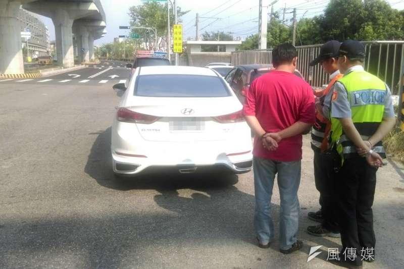 取締不法白牌車,台中市政府施鐵腕表決心。(圖/曾家祥攝)