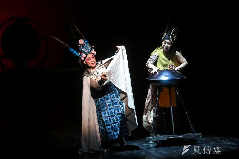 朱宗慶打擊樂團在擊樂戲曲《木蘭》中,運用戲曲元素豐富打擊樂面貌。(顏麟宇攝)