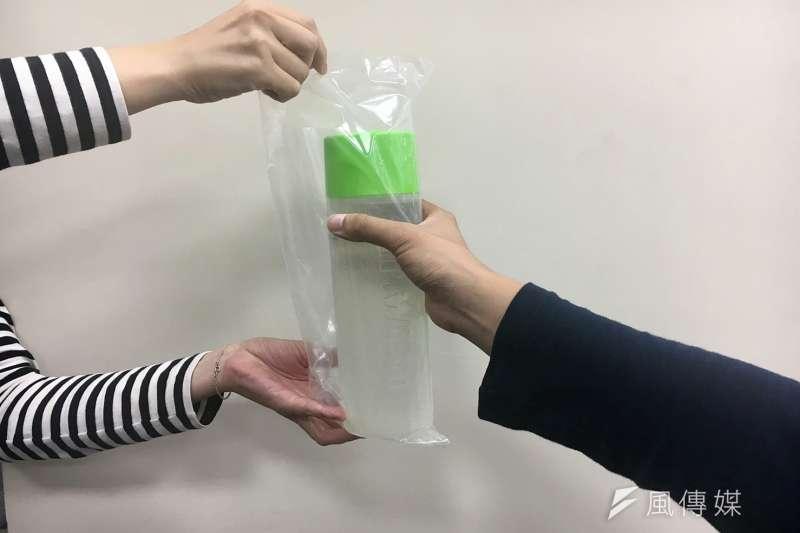 限塑政策實施1個禮拜,有民眾質疑策是否變相賺塑膠袋錢?(資料照,攝/鐘敏瑜)