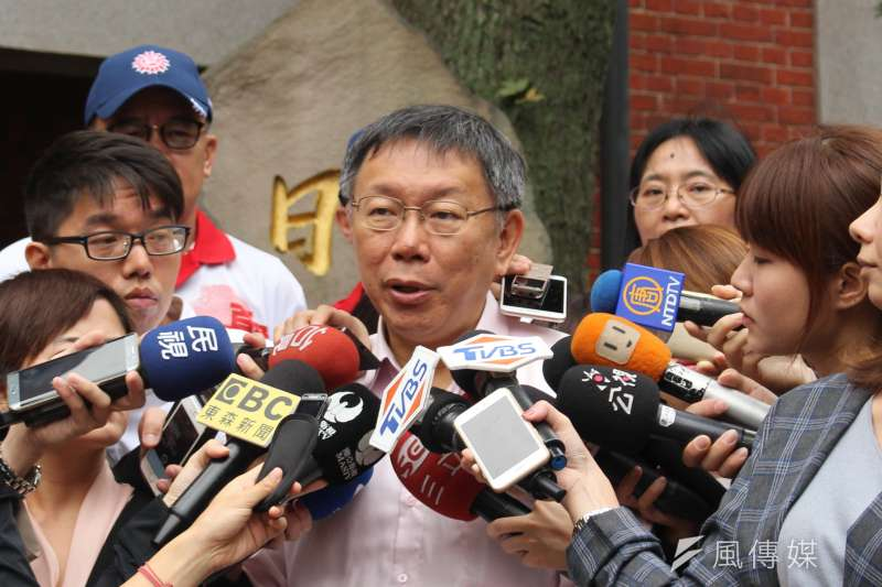 台北市長柯文哲今(11)日上午出席日新國小百年校慶後受訪,問及悠遊卡公布贊助名單一事,柯文哲表示,規則怎麼訂都很麻煩,所以乾脆訂一個公布辦法。(方炳超攝)