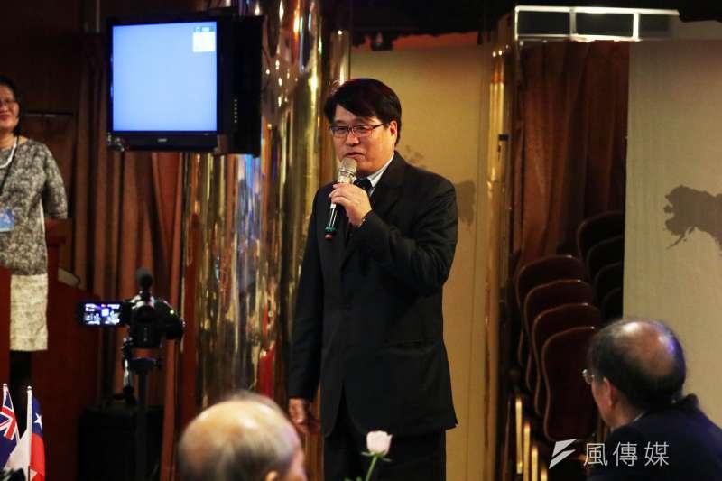 20171112-世界和平宣言暨新大學政論網站下午舉行成立酒會,台灣民意基金會董事長游盈隆出席致詞。(蘇仲泓攝)