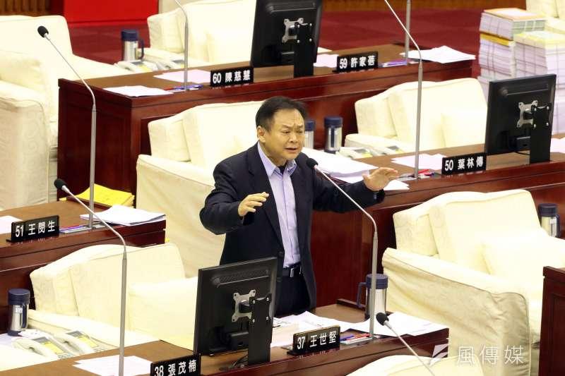 20171113-台北市議會下午進行市政總質詢,圖為民進黨議員王世堅質詢。(蘇仲泓攝)
