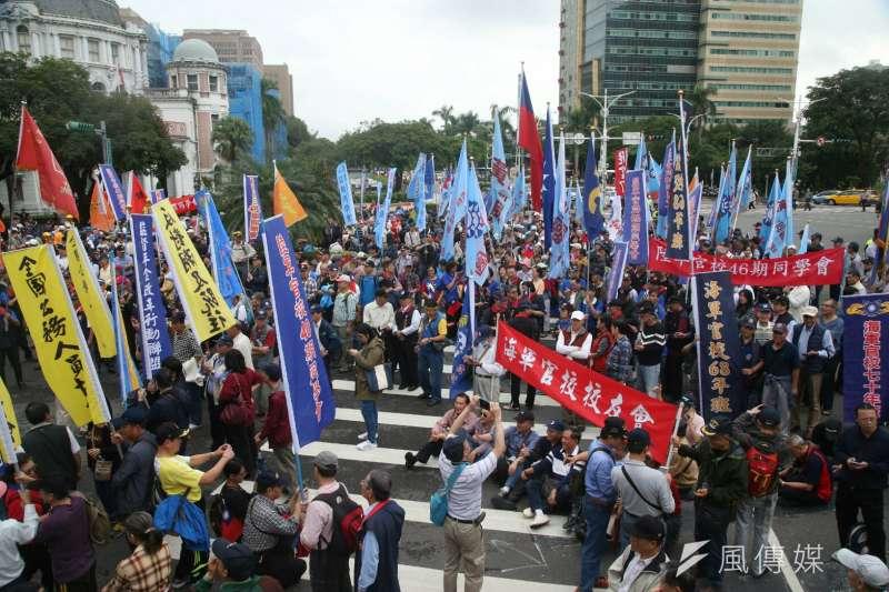 年金改革讓反年改團體集結抗議,究竟年改後,能夠為政府省下多少錢?(資料照,陳明仁攝)