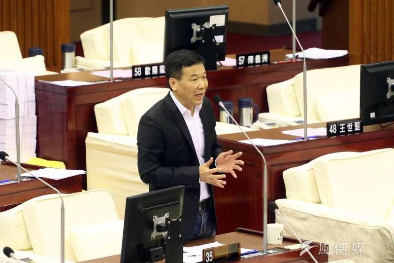20171114-台北市議會下午進行市政總質詢及答覆。圖為市議員鍾小平。(蘇仲泓攝)