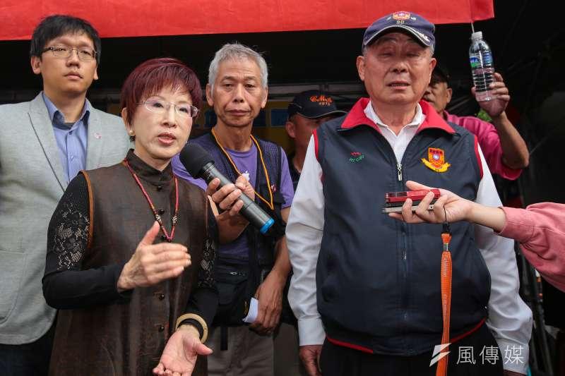 前國民黨主席洪秀柱14日至八百壯士帳篷探視。(顏麟宇攝)