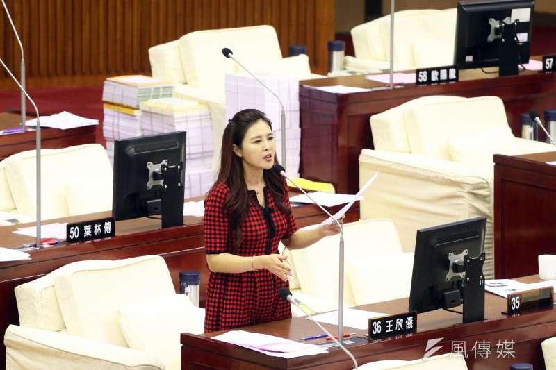 20171114-台北市議會下午進行市政總質詢及答覆。圖為市議員王欣儀。(蘇仲泓攝)