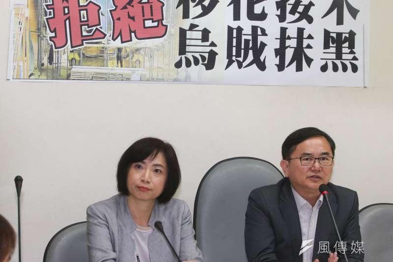 民進黨立委劉櫂豪(右)、何欣純(左)召開「獵雷艦案查辦到底 拒絕移花接木 烏賊抹黑」記者會以回應國民黨立委馬文君指控。(陳明仁攝)