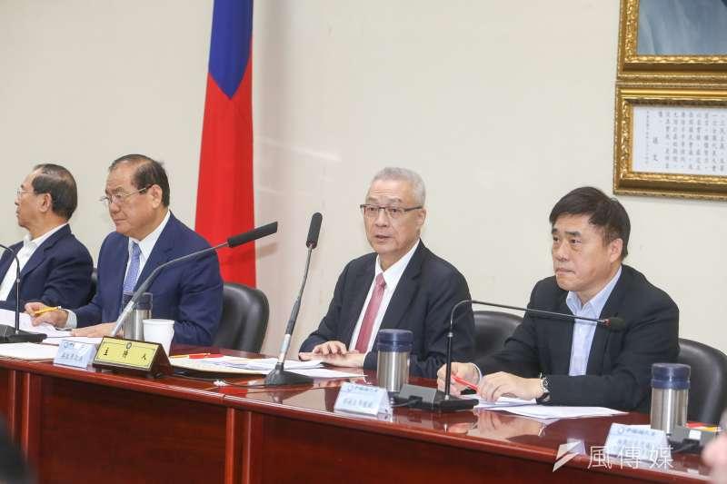 國民黨主席吳敦義(右二)主持中常會,左手二為副主席兼秘書長曾永權、右為副主席郝龍斌。(陳明仁攝)