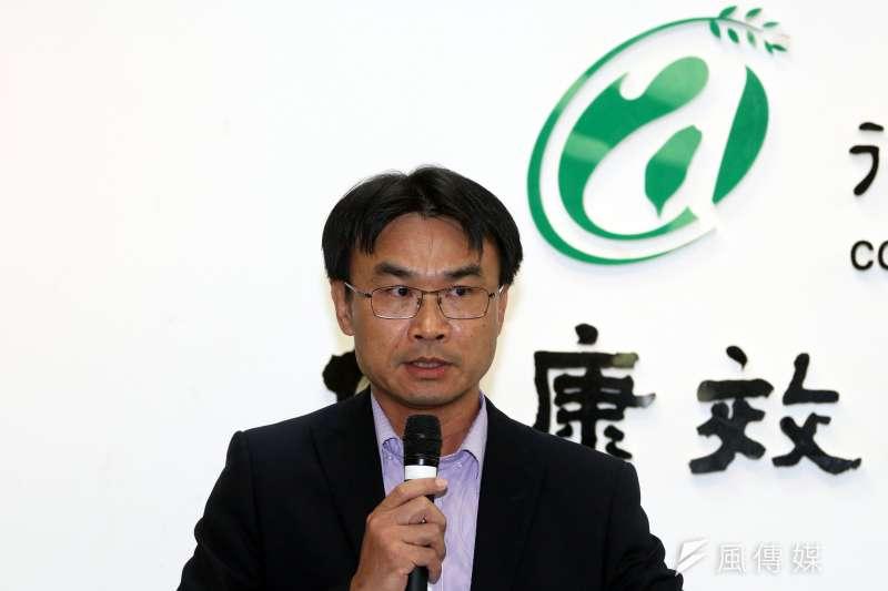 20171115-農委會副主委陳吉仲下午召開記者會,針對農田水利會改制升格為公家機關一事進行說明。(蘇仲泓攝)