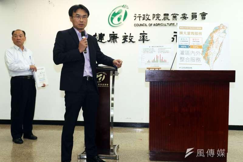 農委會副主委陳吉仲下午召開記者會,針對農田水利會改制升格為公家機關一事進行說明。(蘇仲泓攝)