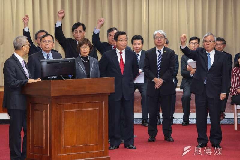 公銀行庫董事長列席立法院財委會備詢。(顏麟宇攝)