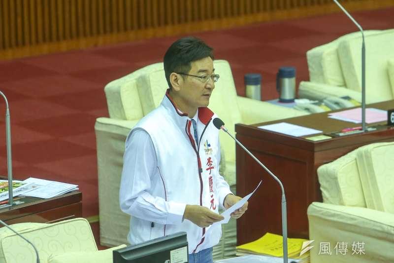 台北市議員李慶元在市議會進行市質詢。(陳明仁攝)