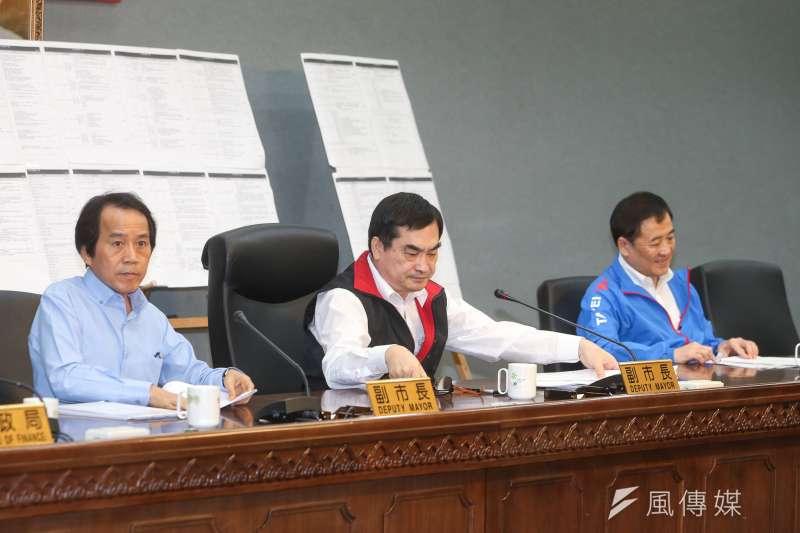 台北市副市長鄧家基、陳景峻、林欽榮等率相關局長說明大巨蛋案相關議題。(陳明仁攝)