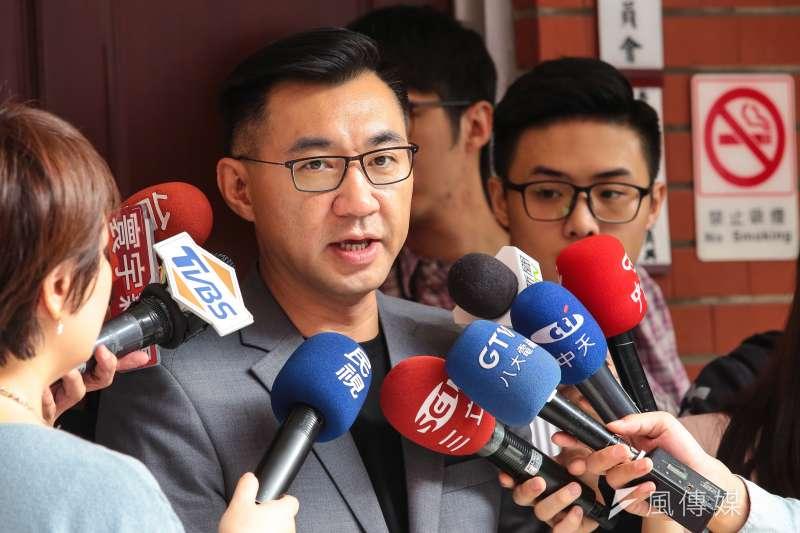 20171117-國民黨立委江啟臣17日於國民黨團大會時接受媒體聯訪。(顏麟宇攝)
