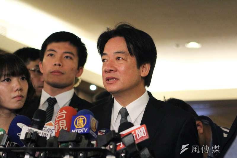 行政院長賴清德為一例一休修法親自和時代力量領導人黃國昌溝通。(資料照片,葉滕騏攝)
