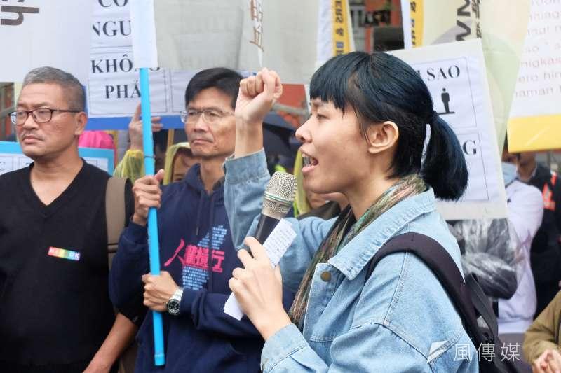 勞團20日赴立法院抗議勞基法修惡,台灣國際勞工協會成員莊舒晴表示,雖然移工在職場遭受不平待遇時可以申訴,但很多移工連放假都沒有,是要怎麼申訴?(謝孟穎攝)
