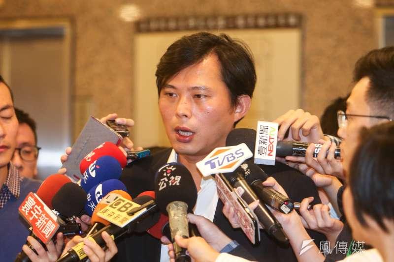 作者指出,黃國昌是時代力量的黨主席,罷免案不僅是對黃國昌及其政策主張的不信任投票,同時也是時代力量的期中考。(資料照,陳明仁攝)