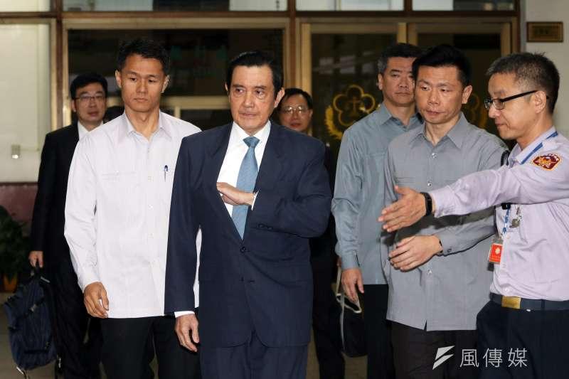 前總統馬英九被訴洩密案,高院11月首次開庭。圖為馬離開高院前,向媒體發表聲明。(蘇仲泓攝)