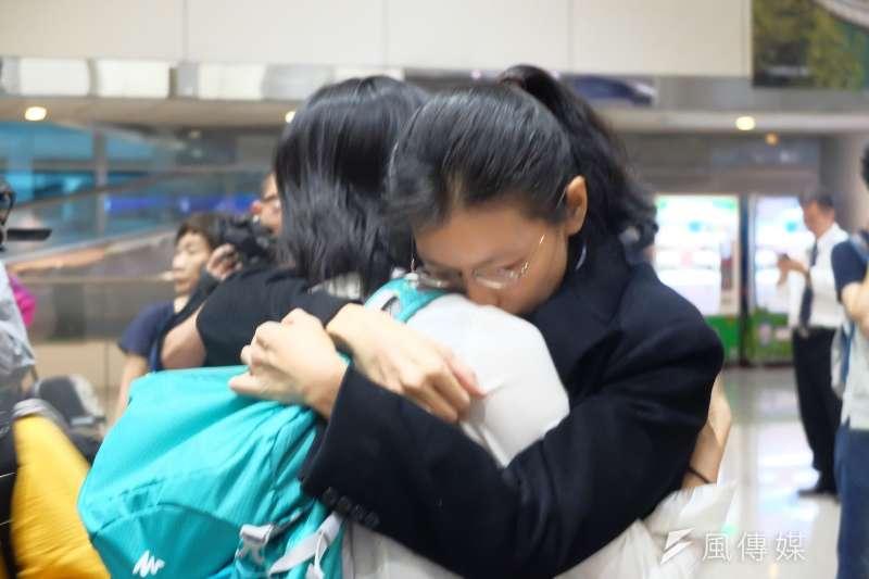 台灣NGO工作者李明哲遭中國政府判刑5年,妻子李凈瑜11月29日返抵台灣(謝孟穎攝)