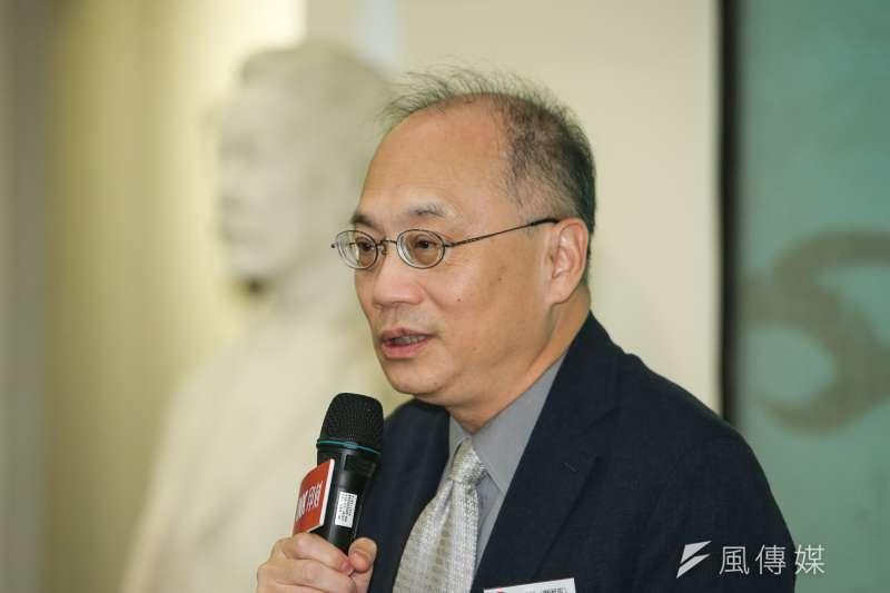 國史館館長,吳密察,出席陳耀昌「獅頭花」新書發表會。(陳明仁攝)