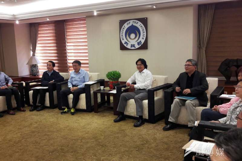 台北市長柯文哲今(4)日下午前往內政部,拜會內政部長葉俊榮,就社子島的開發進度討論。(台北市政府提供)