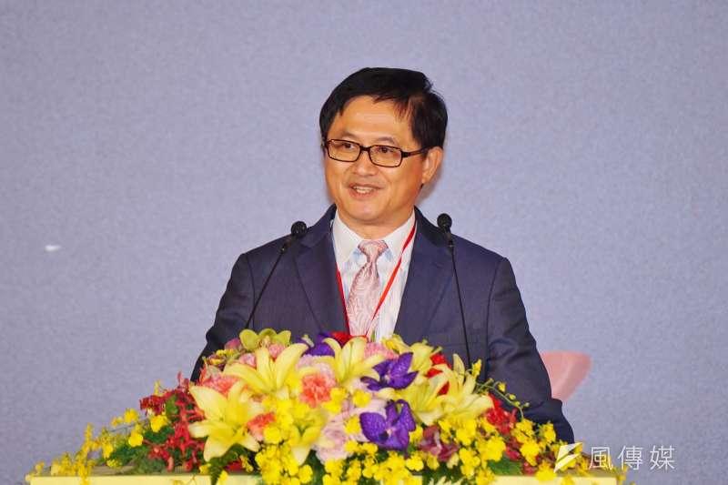 台北市電腦公會理事長、和碩董事長童子賢出席台北資訊月活動,並表示,如果產業跟不上,法規政策引導跟不上,就要擔心台灣會吃10年悶虧。(盧逸峰攝)