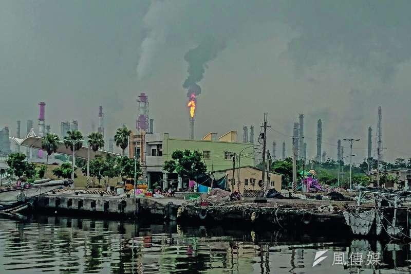 空汙嚴重,地方政府紛紛刪減燃煤發電的生煤許可使用量。(林聰勝攝)